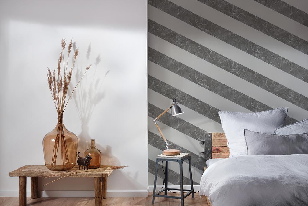 Schlafzimmer Foto mit tapezierter Wand, Querstreifen Tapete mit Marmoroptik von Michalsky, Artikel AS379922
